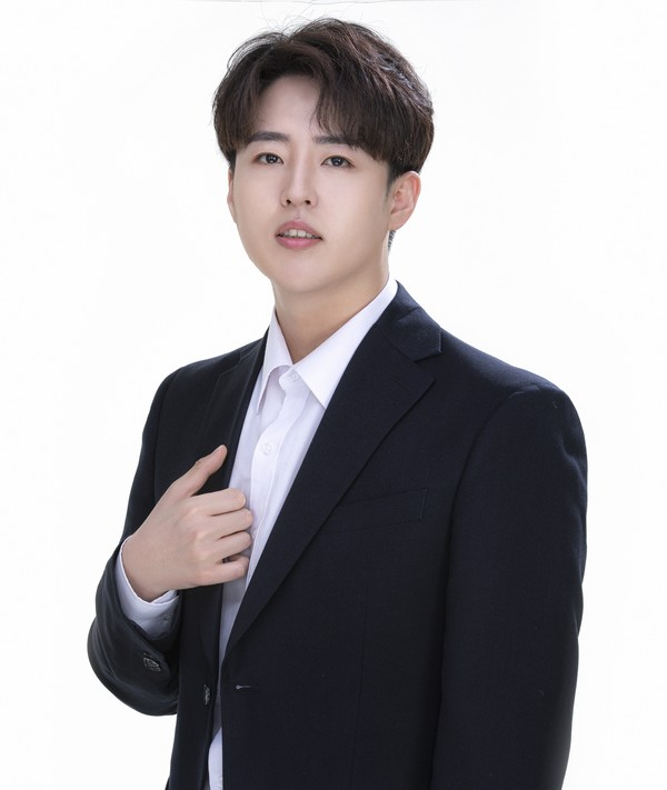 사천 출신 트로트 가수 성빈이 5월 8일 타이틀곡 '그 사람'이 담긴 앨범으로 데뷔했다.(사진=성빈)
