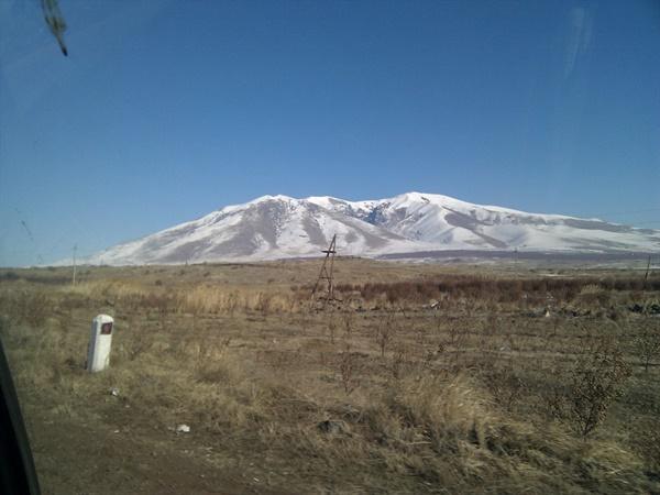 황량한 아르메니아의 모습 예레반에서 바나조르 가는 길에 직접 찍음.