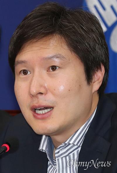 더불어민주당 김해영 최고위원이 11일 오전 서울 여의도 국회에서 열린 최고위원회의에서 모두발언을 하고 있다.