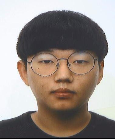 텔레그램 대화방인 'n번방'을 최초 개설하고 성 착취물 동영상을 유포한 운영자 문형욱(대화명 '갓갓')의 얼굴과 나이 등 신상이 12일 공개됐다.
