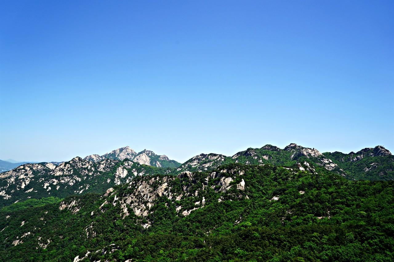 비봉 앞 전망대에서 바라본 북한산 풍경