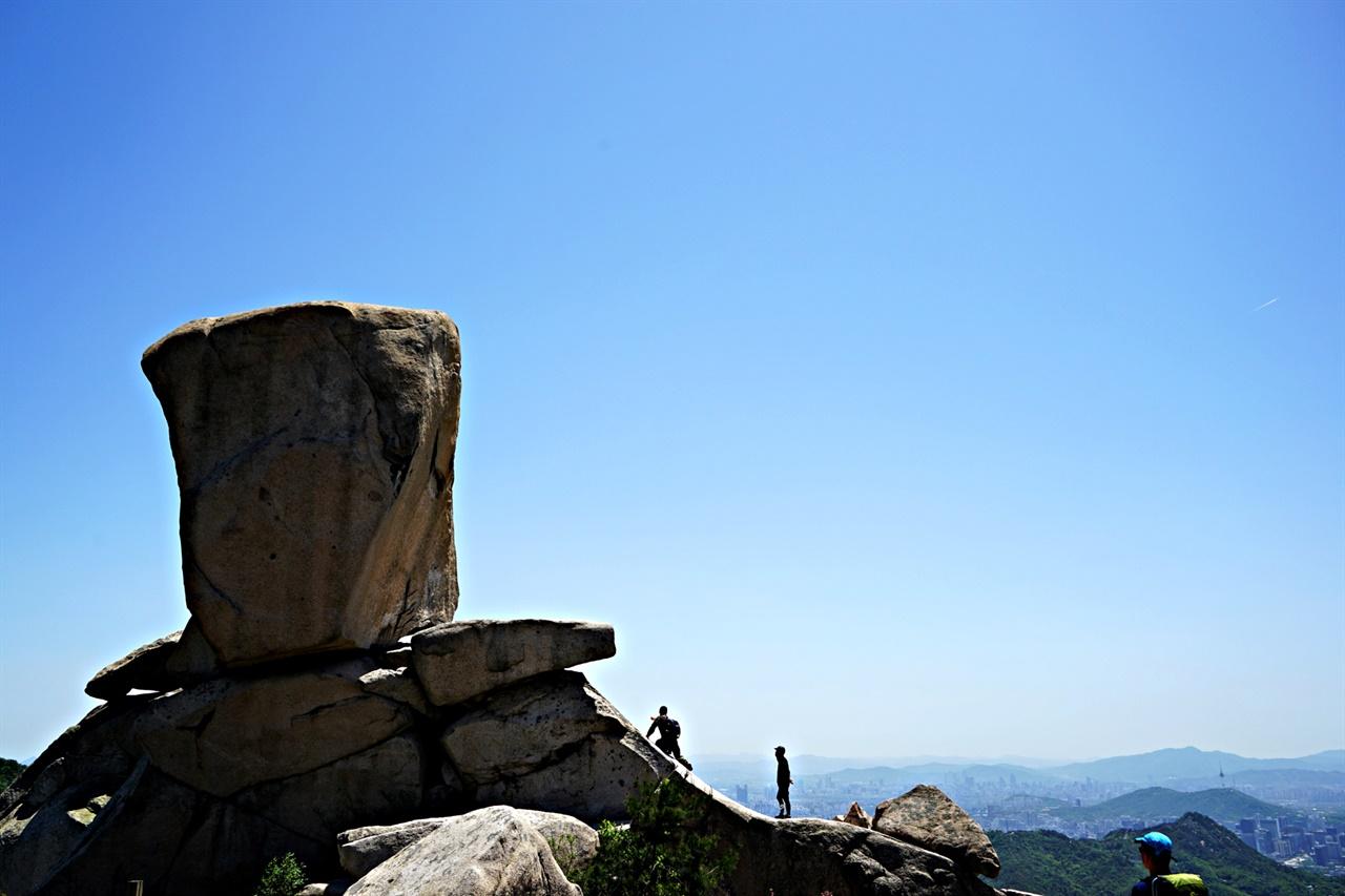 사모바위와 파란 하늘