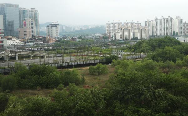 국토교통부가 지난 6일 미니신도시급인 8천가구 공급 계획을 발표한 서울 용산역 철도 정비창 부지.