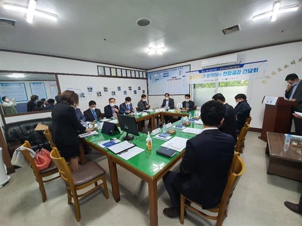 한국의료생협연합회 사무실에서 열린 간담회  수원시 영화동 동성영화타운 2층에 있는 한국 의료 소비자 생활협동조합 연합회 사무실에서 좋은 기업과 함꼐하는 현장공감 간담회가 열렸다.