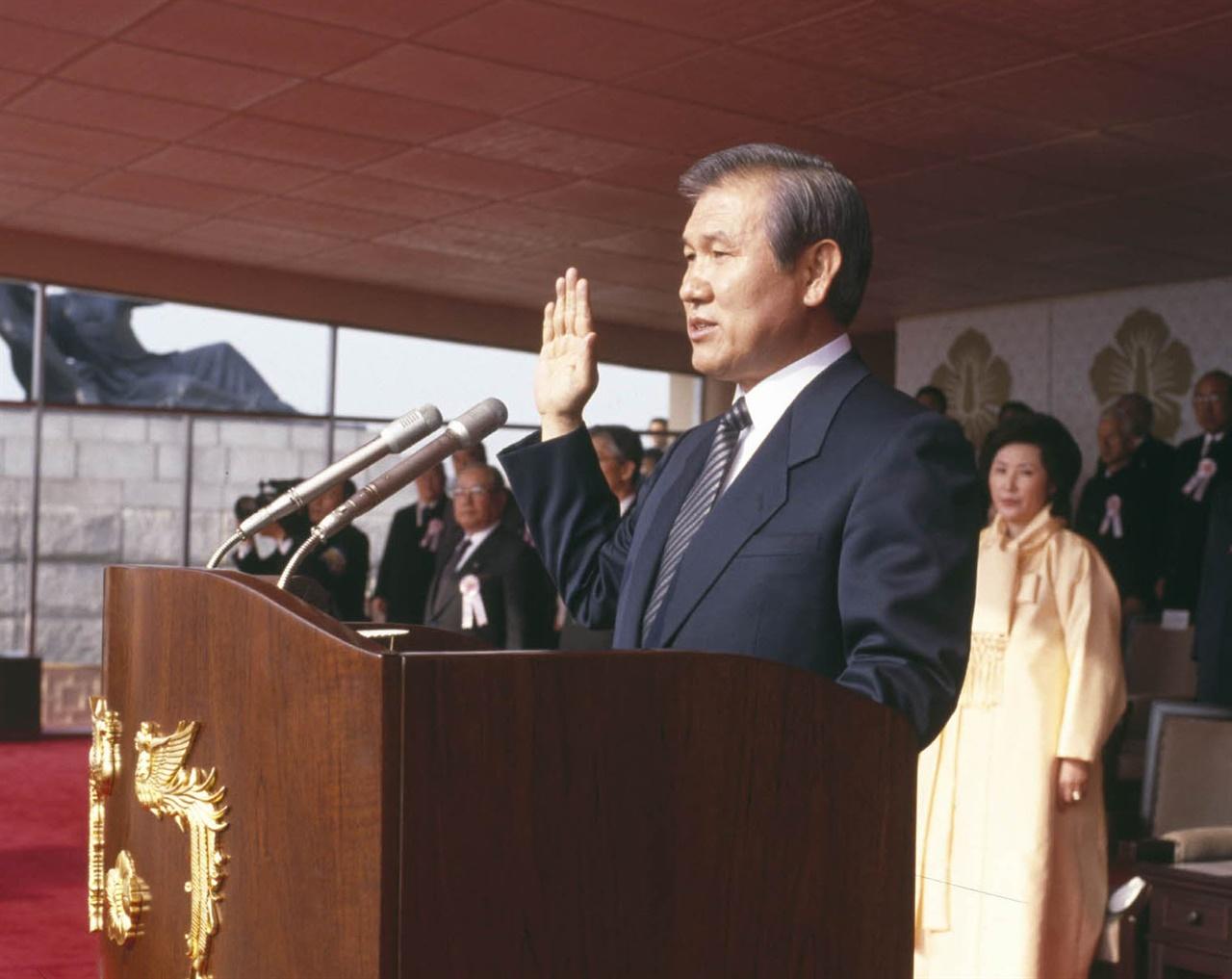 취임선서를 하는 제13대 대통령 노태우.