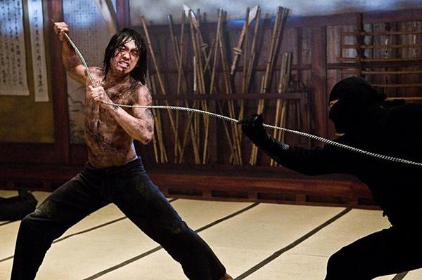비는 2009년에 개봉한 할리우드 영화 <닌자 어쌔신>에서 주연으로 출연해 화려한 액션연기를 선보였다.