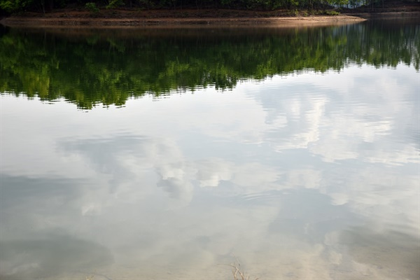 물에 비친 하늘