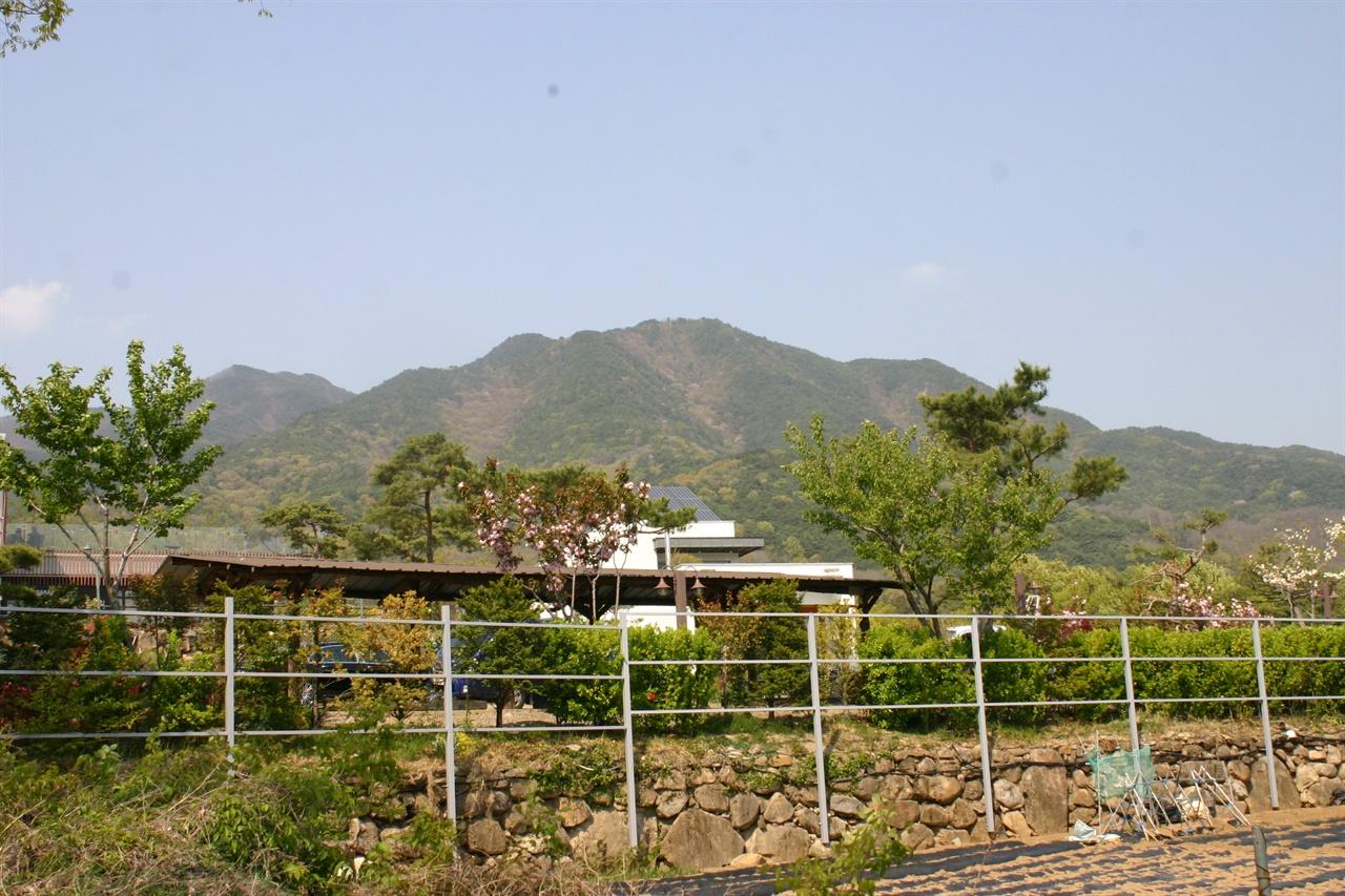 노태우 생가 마을에서 바라본 대구 팔공산