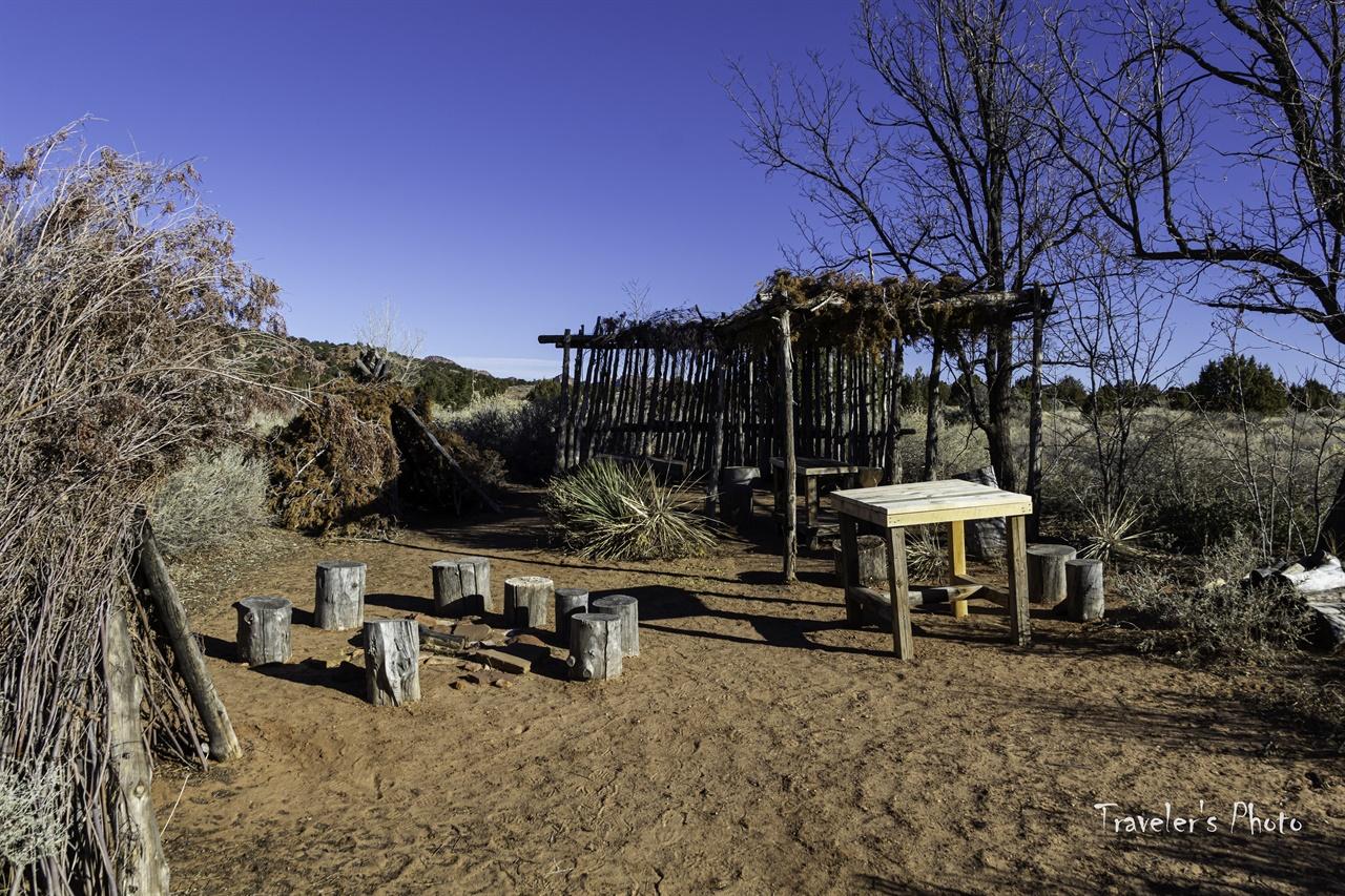 주거 유적지 공원 안에 재현해 놓은 원시 시대의 주거지