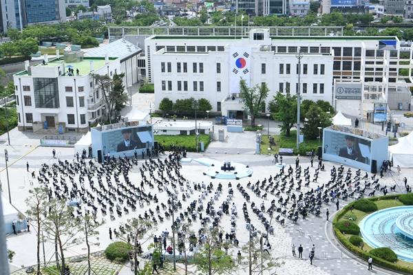 18일 오전 광주광역시 동구 옛 전남도청 앞에서 제40주년 5·18 민주화운동 기념식이 열리고 있다.