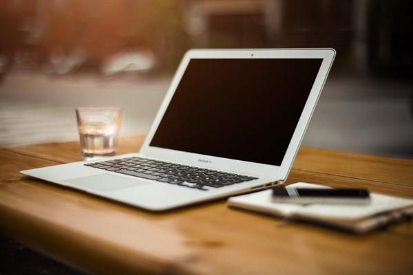 대단한 목표가 있는 것은 아니었지만, 기사 채택이라는 그 작은 사건으로 나는 매일 노트북과 씨름 중이다.