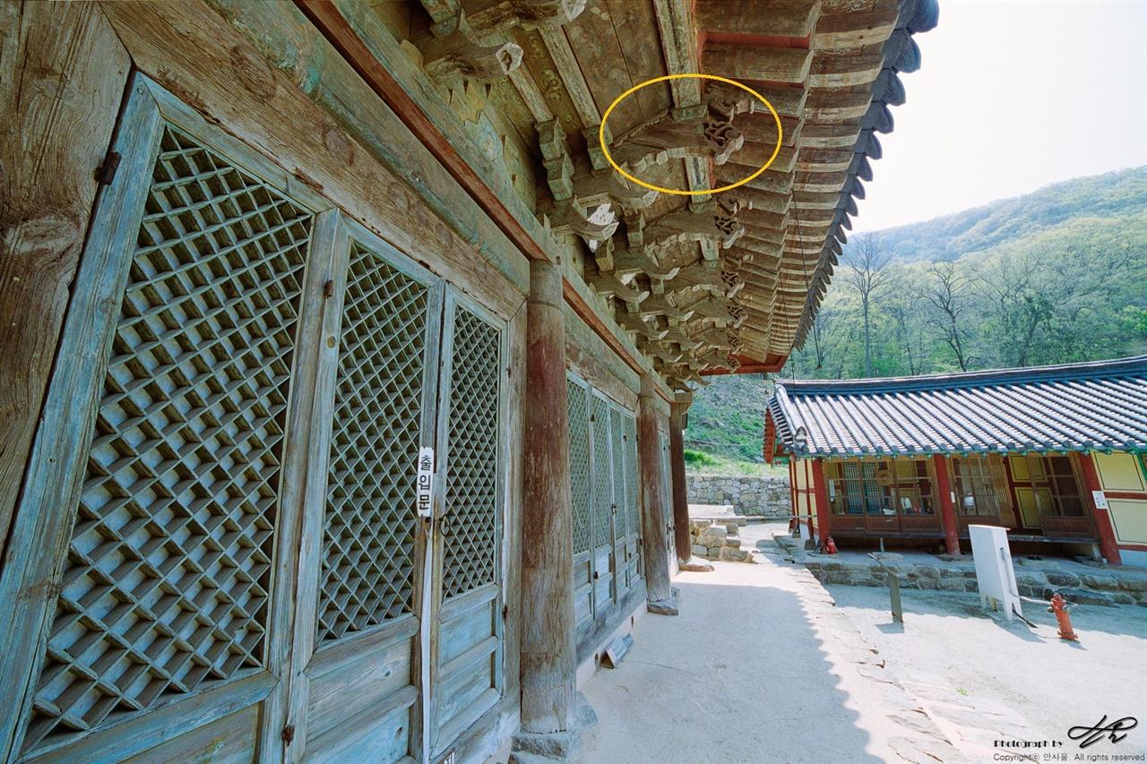 하앙식 구조 노란색 동그라미 안의 구조재가 바로 '하앙'이다.