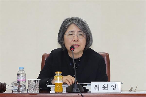 김영란 양형위원장이 18일 오후 서울 서초구 대법원에서 열린 제102차 양형위원회 회의에 참석해 발언하고 있다.