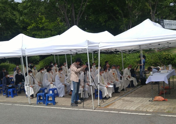 기념미사  5.18 광주민주화운동 40주년 기념미사를 준비 중이다.