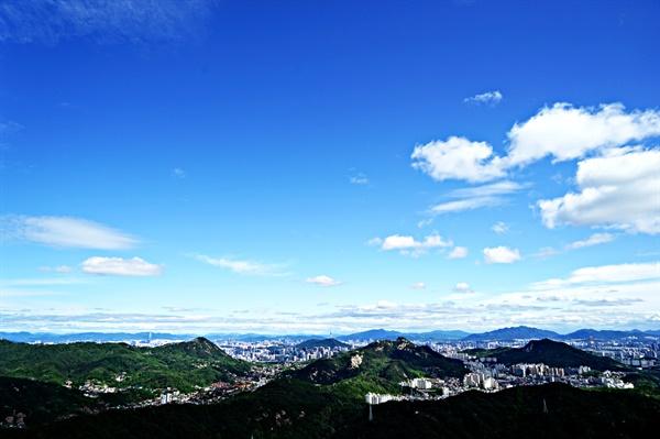 족두리봉에서 바라본 서울 시내 풍경