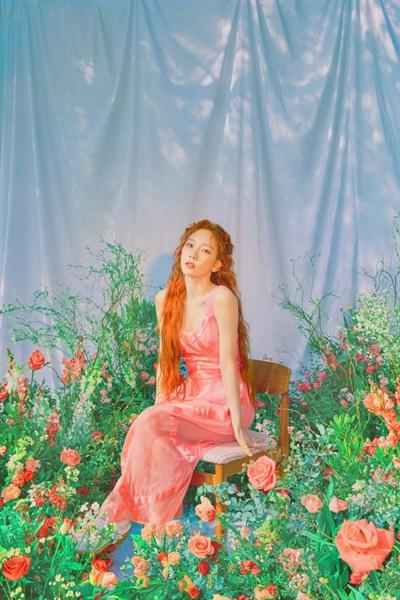태연의 싱글 'Happy' 티저 이미지.