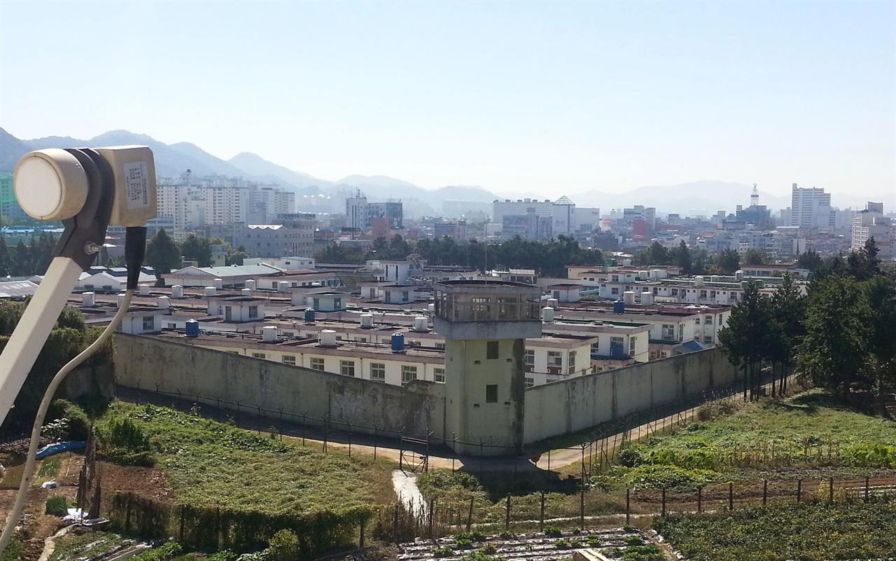 5·18사적지로 지정돼 있는 옛 광주교도소 전경. 광주항생 관련 구속자들이 수감생활을 했고, 항쟁기간엔 무고한 양민들이 공수부대의 총칼에 희생된 곳이기도 하다. 2015년 삼각동으로 옮겨가기 1년 전의 모습이다.