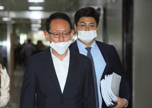국회 법제사법위원회 미래통합당 간사인 김도읍 법안심사제2소위원장이 19일 국회에서 열린 법안심사소위에 참석하고 있다.