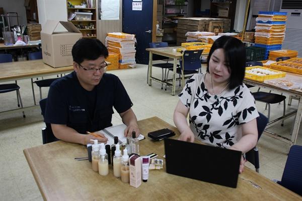 (주)스튜디오의 박진희 대표(오른쪽)