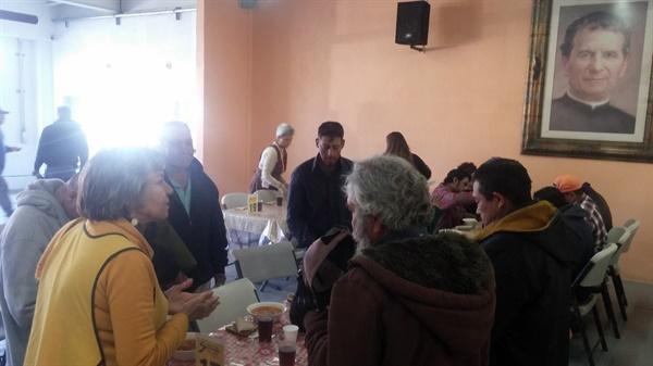 살레시오 수도회 설립자 신부님의 사진이 식당에 걸려있다