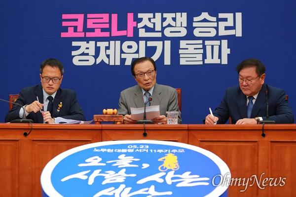 더불어민주당 이해찬 대표가 22일 오전 국회에서 열린 최고위원회의에서 발언하고 있다.