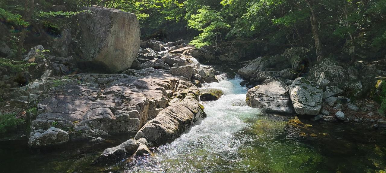 사자담(獅子潭)   구천동 제17경이다. 사자가 목욕을 즐기던 곳이다.
