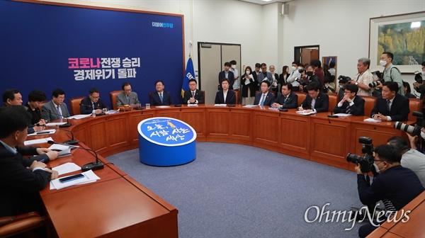22일 오전 국회에서 이해찬 대표, 김태년 원내대표 등이 참석한 가운데 더불어민주당 최고위원회의가 열리고 있다.
