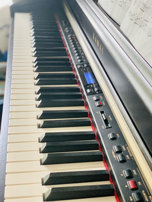 이젠 낡아버린 디지털 피아노