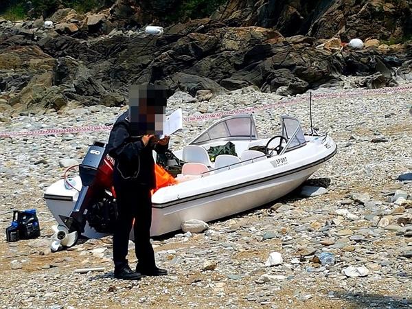 23일 오전 11시경 충남 태안군 소원면 의항리 해변에서 발견된 보트
