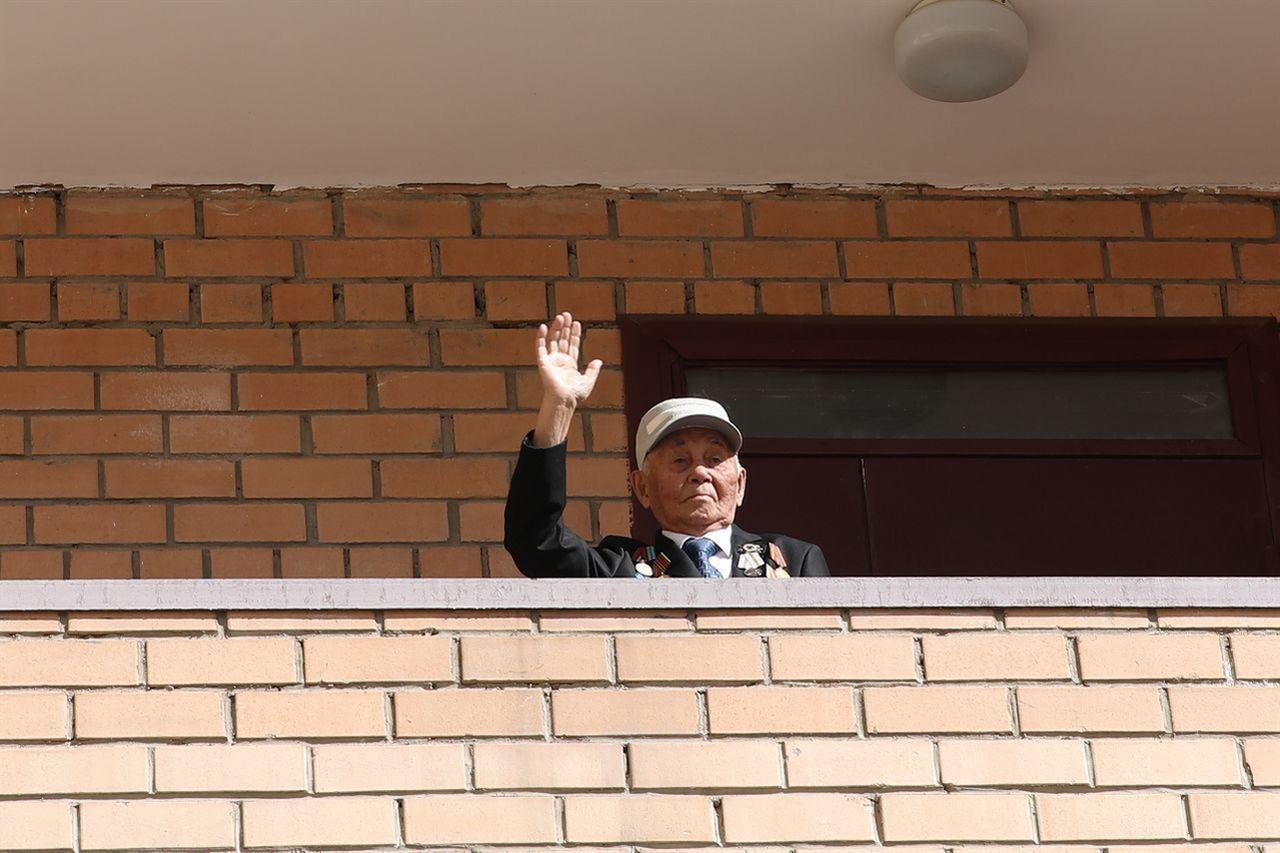제 75주년 승리의 날 참전용사를 방문한 국방부 관계자 #3