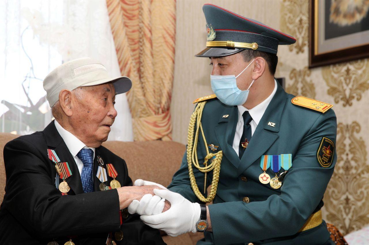 제 75주년 승리의 날 참전용사를 방문한 국방부 관계자 #4