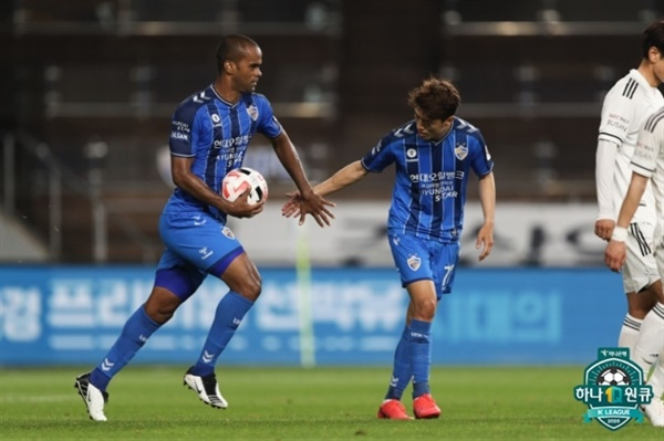 울산의 공격수 주니오가 부산전에서 후반 33분 페널티킥 동점골을 터뜨렸다.