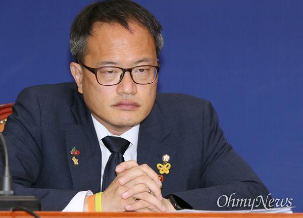 더불어민주당 박주민 최고위원이 25일 오전 서울 여의도 국회에서 열린 최고위원회의에 참석하고 있다.