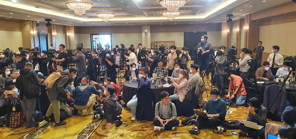일본군 위안부 피해자 이용수 할머니의 2차 기자회견장에 모여든 취재진들.