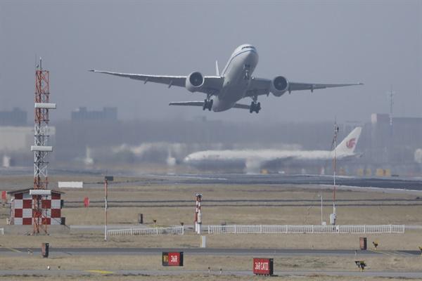 베이징 서우두공항 이륙하는 항공기  베이징 서우두공항 이륙하는 항공기