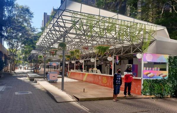 지난 25일 평소 직장인들로 붐비던 브라질 상파울루 시내 거리 음식점들이 '코로나19 한파'로 인해 텅 비어있다.