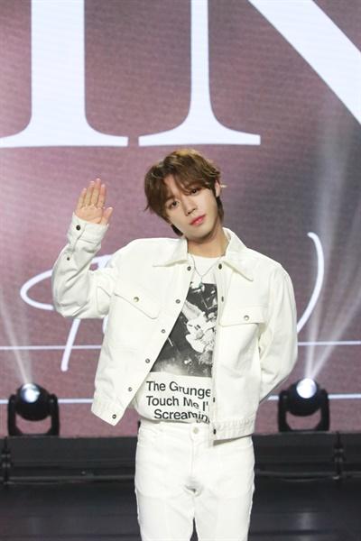 박지훈이 세 번째 미니앨범 'The W'를 발매하고 쇼케이스를 개최했다.