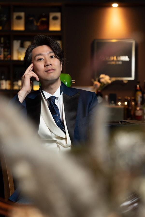 임홍진 마술사 한국 유일의 마술바 골드레이블을 운영하는 임홍진 마술사가 지난 24일 열린 2020 서울 클로즈업 매직 컨벤션 대회에서 종합 1위를 차지했다.