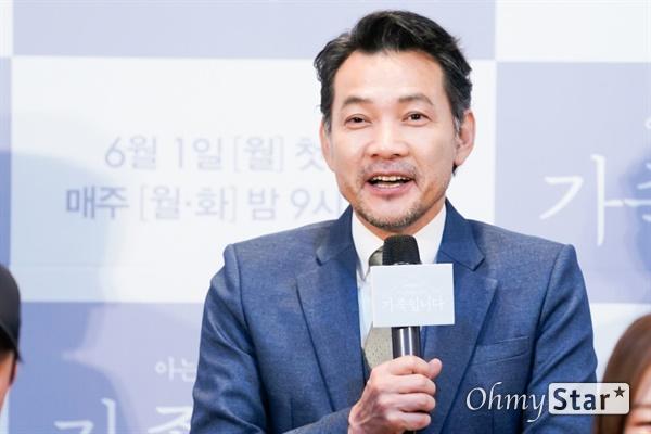 tvN 새 월화드라마 <아는 건 별로 없지만 가족입니다> 제작발표회 현장. 권영일 PD를 비롯해 배우 한예리, 김지석, 추자현, 원미경, 정진영, 신재하, 신동욱이 현장에 참석했다.