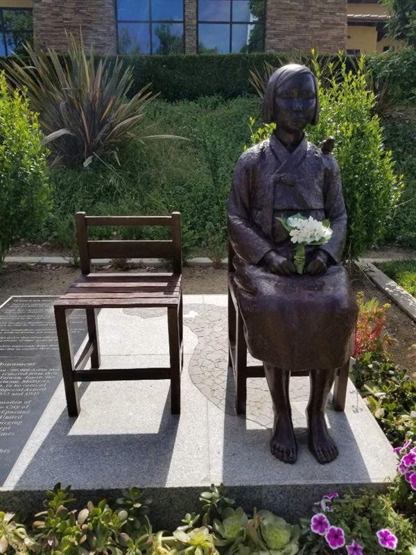 캘리포니아 글렌데일 평화의 소녀상 모습 2013년 건립된 캘리포니아 글렌데일 평화의 소녀상