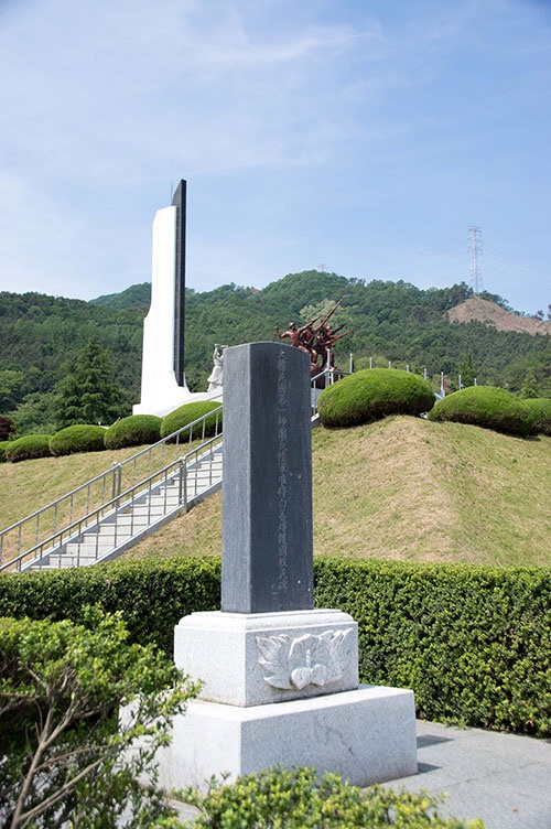 백선엽 장군의 공적을 기리기 위해 1951년 4월 다부리 주민들이 세웠던 백선엽 장군 호국구민비. 다부동전적기념관에 옮겨져 있다.