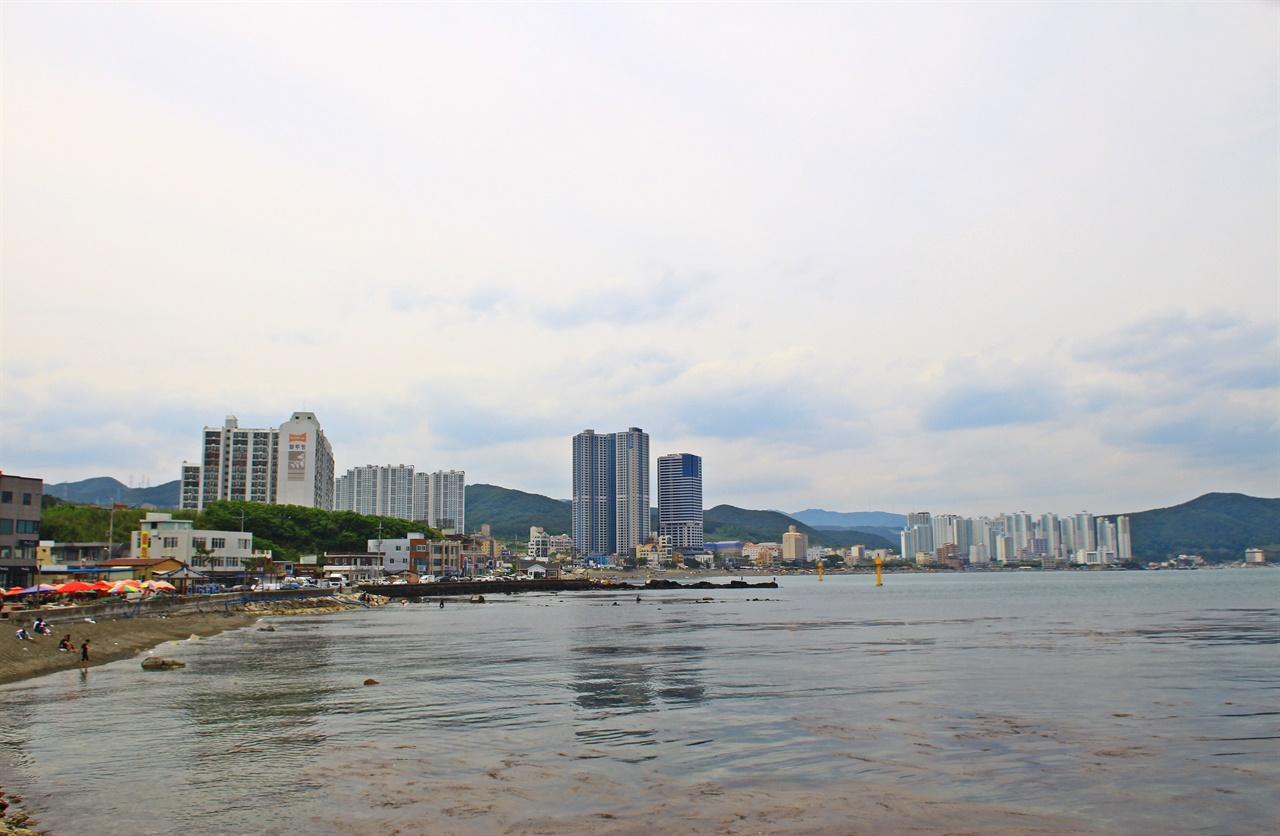 초고층 호텔과 고급 아파트촌으로 주변이 놀라보게 변한 울산 정자항 모습
