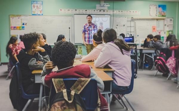 교육력이 높게 구현되려면 학생인권과 교권이 확립된 상태를 전제로 해야 한다.?