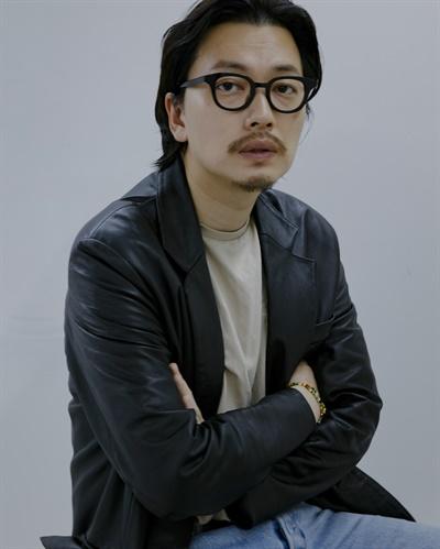 영화 <국도극장>에서 기태 역을 맡은 배우 이동휘의 모습.