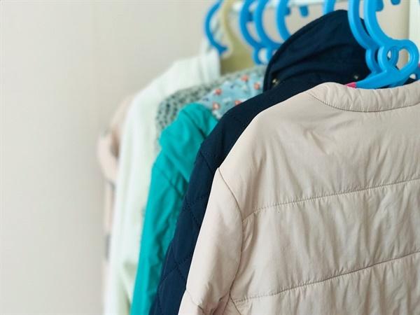 겨울과봄옷 아직 정리하지 못했던 아이의 겨울과 봄옷들... 거의 입을 일이 없었다.