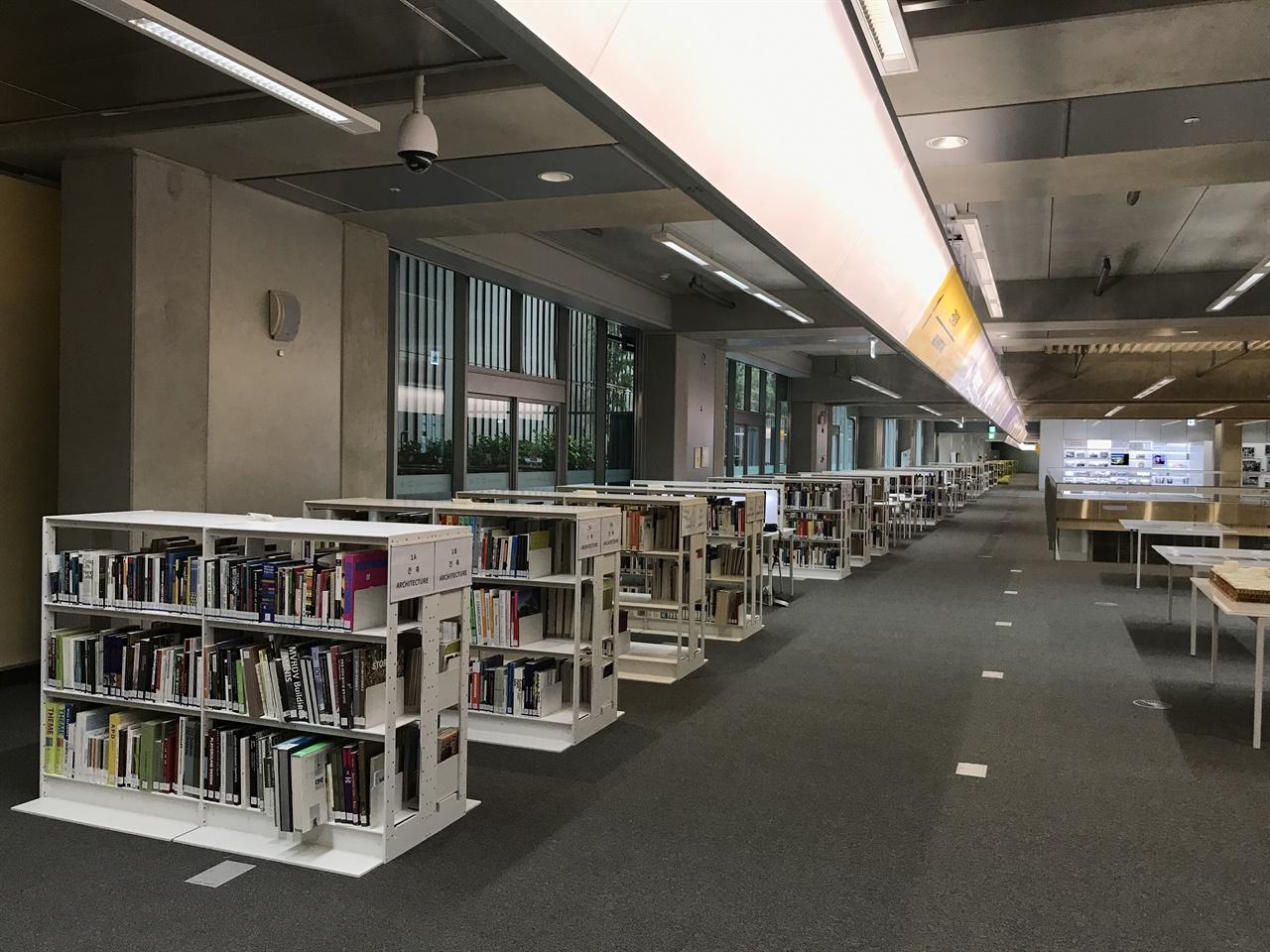 국립아시아문화전당 라이브러리 파크 국립아시아문화전당(ACC) 문화정보원에는 '라이브러리 파크'(Library park)가 있다. 라이브러리 파크는 도서관과 박물관, 아카이브, 상영관, 커뮤니티룸, 휴식공간이 결합된 새로운 문화 공간이다. '라비키움'을 지향하는 공간이며, 아시아의 다양한 문화 자원을 만날 수 있다. 라이브러리 파크는 대나무 정원과 통하도록 설계됐다.