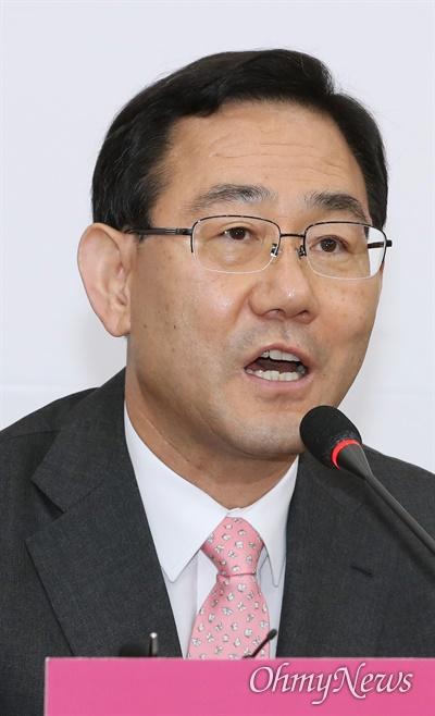 미래통합당 주호영 원내대표가 1일 오전 서울 여의도 국회에서 열린 비상대책위원회의에서 모두발언을 하고 있다.