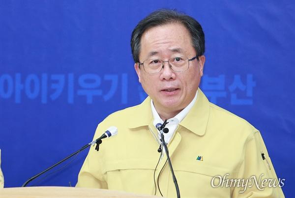 지난 5월 12일 코로나19 지원 관련 입장을 발표하고 있는 김석준 부산교육감.