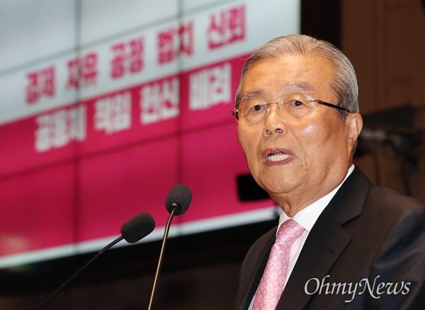 미래통합당 김종인 비상대책위원장이 2일 오전 서울 여의도 국회에서 열린 의원총회에서 모두발언을 하고 있다.