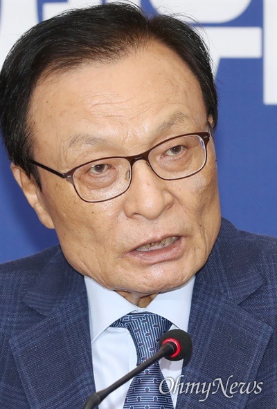 더불어민주당 이해찬 대표가 1일 오전 서울 여의도 국회에서 최고위원회의를 주재하고 있다.